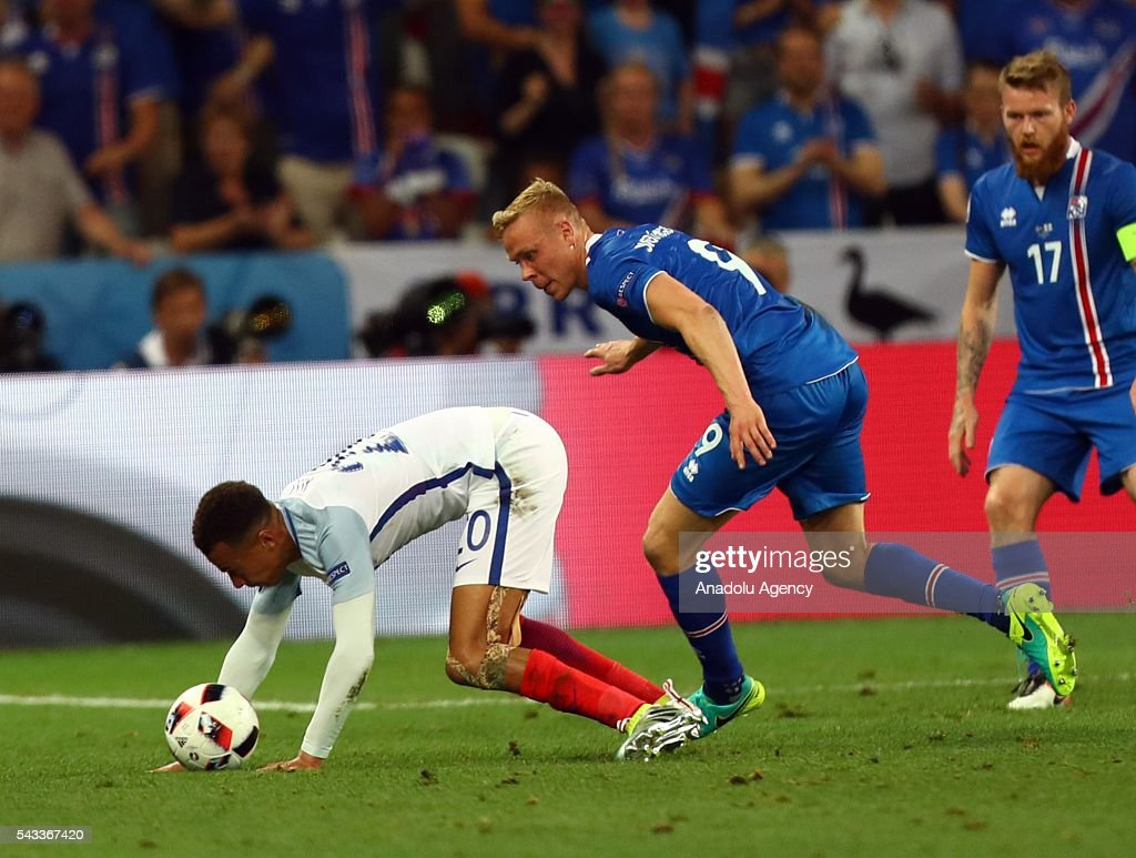 Dele Alli of England (L) vies with Kolbeinn Sigthorsson of Iceland (C) during the UEFA Euro 2016 Round of 16 football match between Iceland and England at Stade de Nice in Nice, France on June 27, 2016.