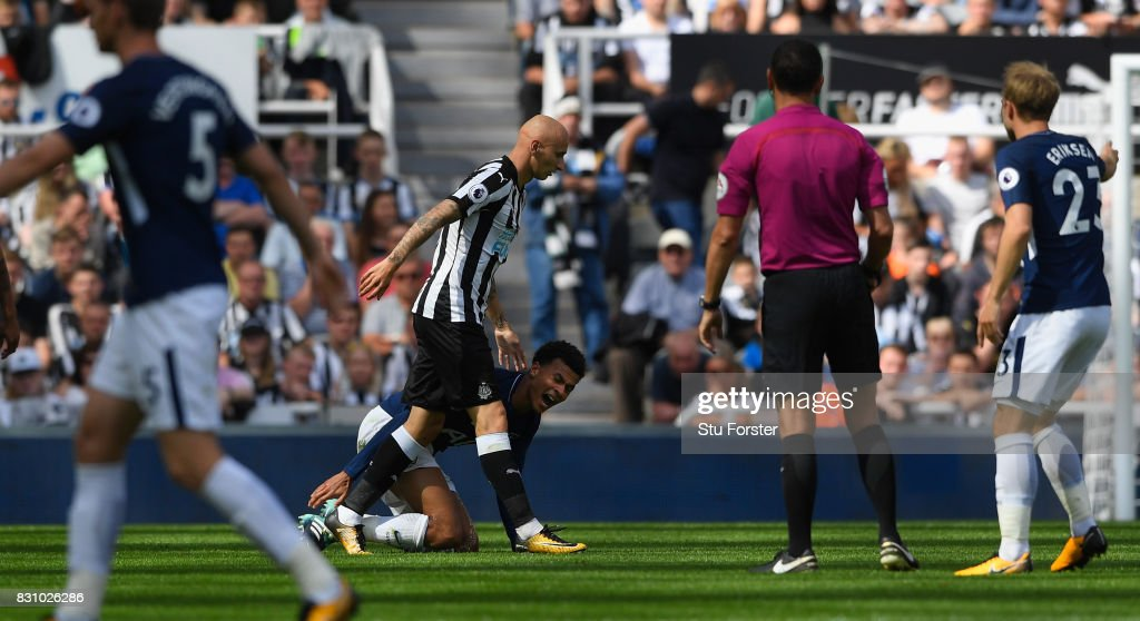 Dele Alli of Tottenham Hotspur reacts leading to a red card for Jonjo Shelvey of Newcastle United (c) during the Premier League match between Newcastle United and Tottenham Hotspur at St. James Park on August 13, 2017 in Newcastle upon Tyne, England.