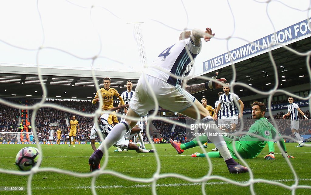 Dele Alli of Tottenham Hotspur scores his sides first goal during the Premier League match between West Bromwich Albion and Tottenham Hotspur at The Hawthorns on October 15, 2016 in West Bromwich, England.