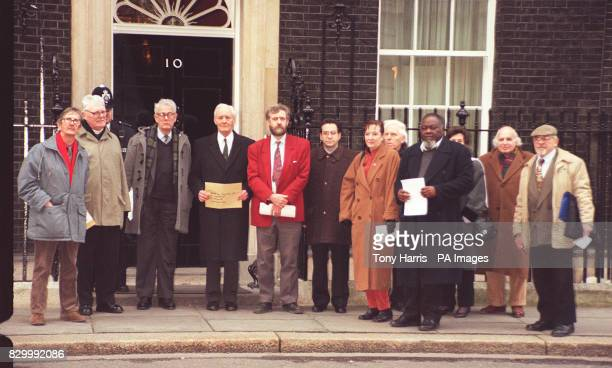 A delegation of MPs Tam DalyellTony Benn Jeremy Corbyn and Bernie Grant and others deliver a letter to No10 Downing Street today in protest at the...