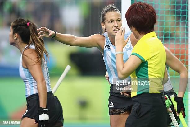 Delfina Merino of Argentina makes her point to the referee during the women's pool B match between Great Britain and Argentina on Day 5 of the Rio...