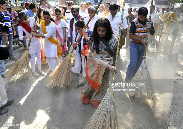 Delhi BJP President Satish Upadhyay artist Manya Malhotra and Kathak Dancer Uma Sharma participate in the Swachh Bharat Abhiyan at East of Kailash on...