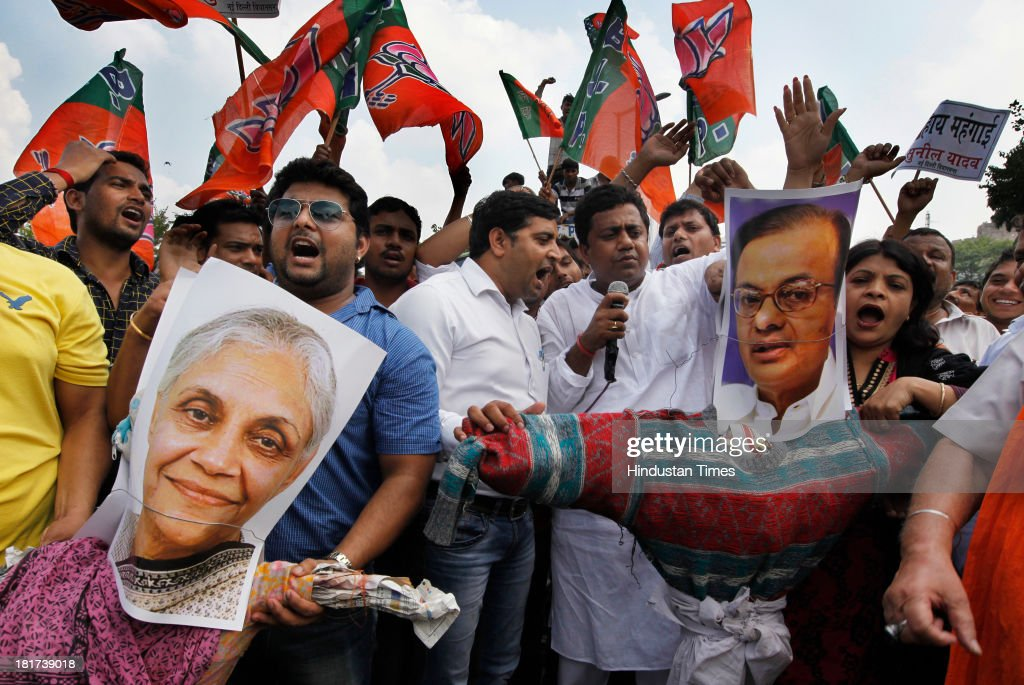 Delhi BJP workers burn effigy of Delhi Chief Minister Sheila Dikshit and Finance Minister P Chidambaram during a protest against the rise in onion...