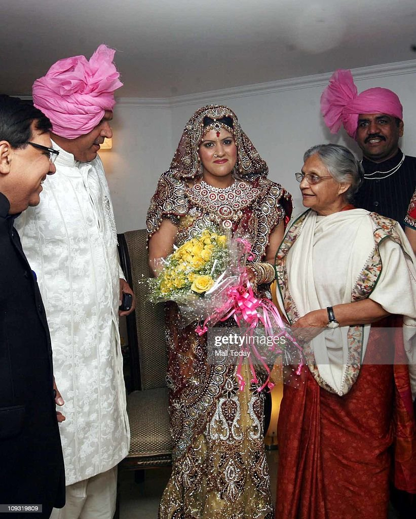 Delhi Chief Minister Sheila Dikshit blessing Savi the wife of Wrestler Sushil Kumar during their wedding on Friday night