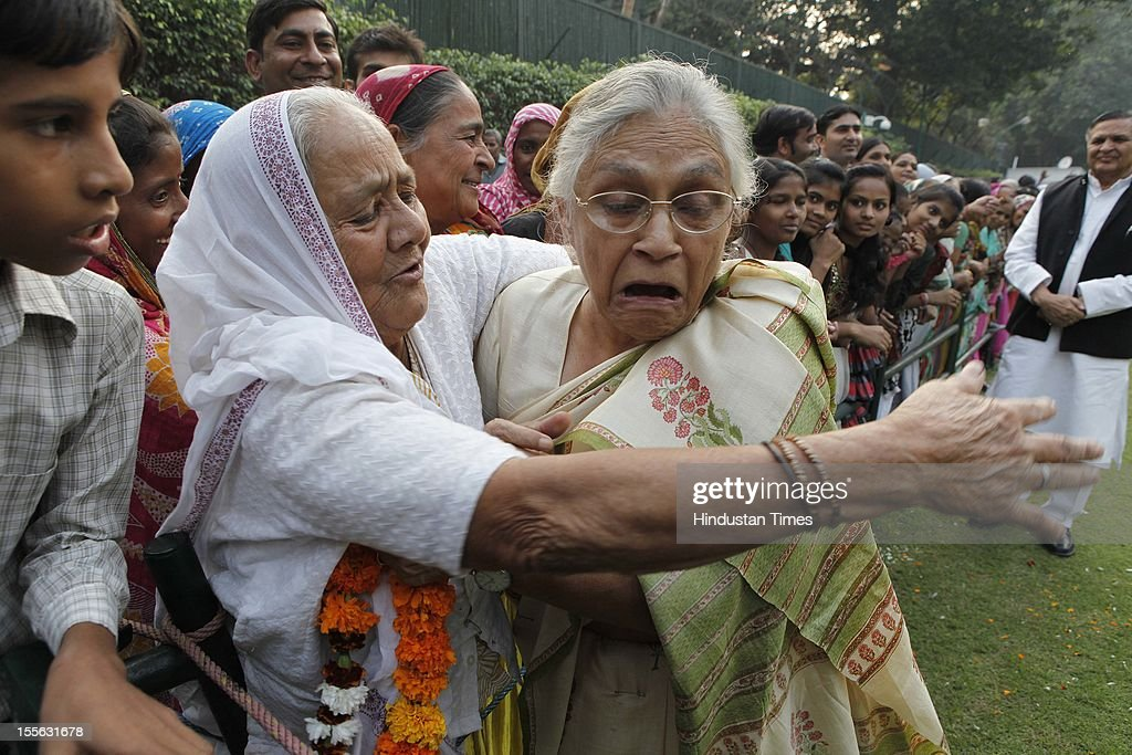 Delhi Chief Minister <a gi-track='captionPersonalityLinkClicked' href=/galleries/search?phrase=Sheila+Dikshit&family=editorial&specificpeople=728110 ng-click='$event.stopPropagation()'>Sheila Dikshit</a> during launch of a 'Shobha Yatra' on the occasion of Maharishi Valmiki Jayanti, on October 29, 2012 in New Delhi, India.