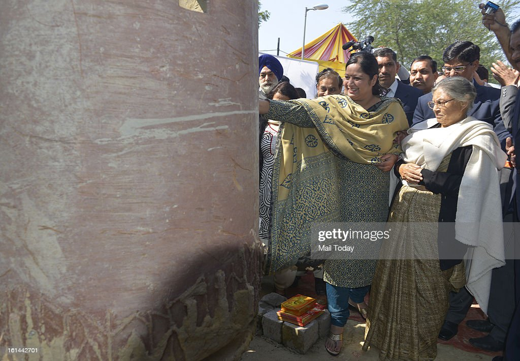 Delhi chief minister Sheila Dikshit performing puja during inauguartion of Phase II of the Barapullah elevated corridor project in New Delhi.