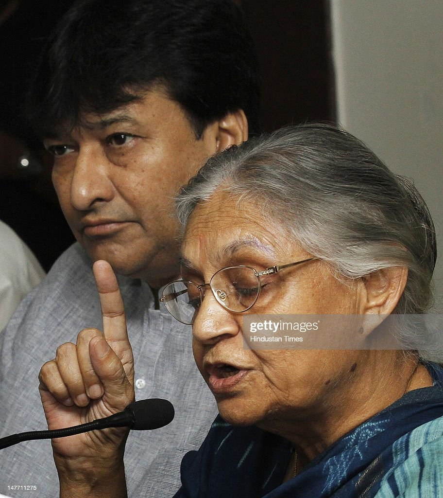 Delhi Chief Minister Sheila Dikshit (R) with Power Minister Haroon Yusuf (L) during a Press conference on July 2, 2012 in New Delhi, India. The Cabinet, chaired by Chief Minister Sheila Dikshit, gave its nod to grant a subsidy of Re 1 per unit up to monthly consumption up to 200 units with effect from July 1, the day from which the new tariff as announced by DERC has come into force.