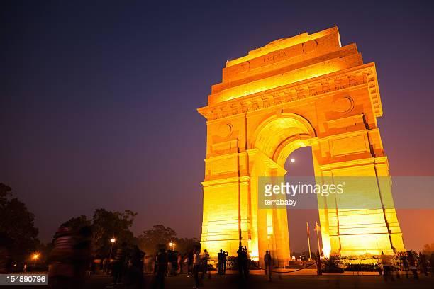 Delhi porte de l'Inde scène éclairée au crépuscule