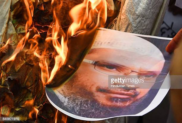 Delhi Pardesh Shiv Sena members protesting and burning effigy of Islamic Preacher Zakir Naik at Jantar Mantar on July 9 2016 in New Delhi India The...