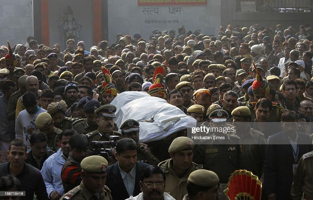 Delhi Police constable Subhash Chand Tomar cremated with state honour at Nigambodh Ghat, Delhi Police Commisioner Neeraj Kumar landing the shoulder during a funeral procession, on December 25, 2012 in New Delhi, India. Subhash Chand died after being injured in a protest against brutal gang rape of a student in a moving bus.