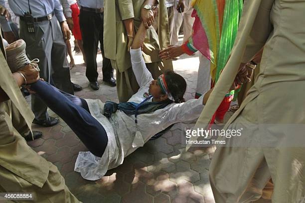 Delhi Police detain Youth Congress workers during Jan Akrosh Rally to protest against the alleged failure of the Narendra Modi government at Jantar...