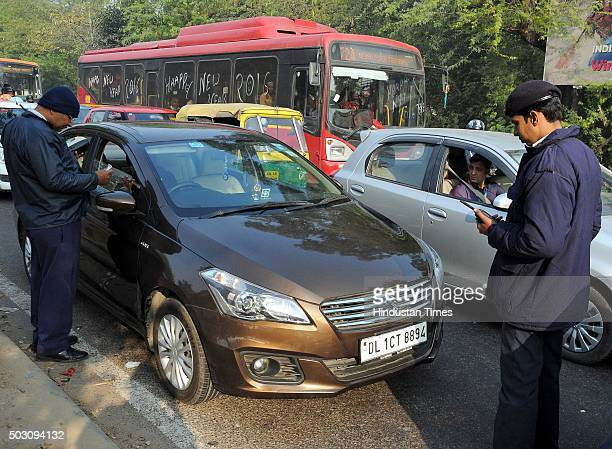 Delhi Traffic Police charging challan to even numbers cars which were running on roads today at Dhaula Kuan on the first day of Delhi's OddEven...