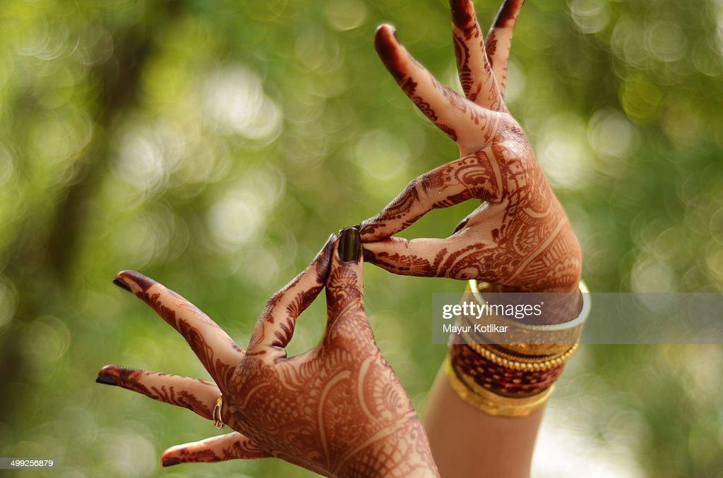Delicate hand pose