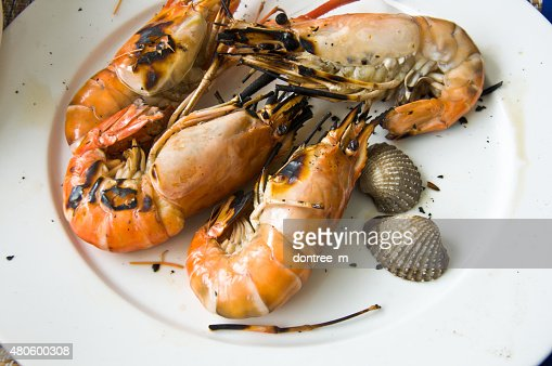 Delicious looking shrimp on the grill ready to eat : Stock Photo