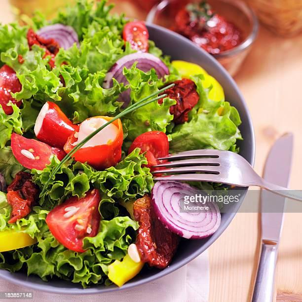 美味しいサラダに満ちたコショウ
