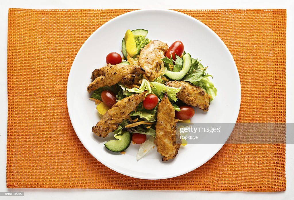 Delicious-looking Tandoori chicken and salad is low-carbohydrate too!