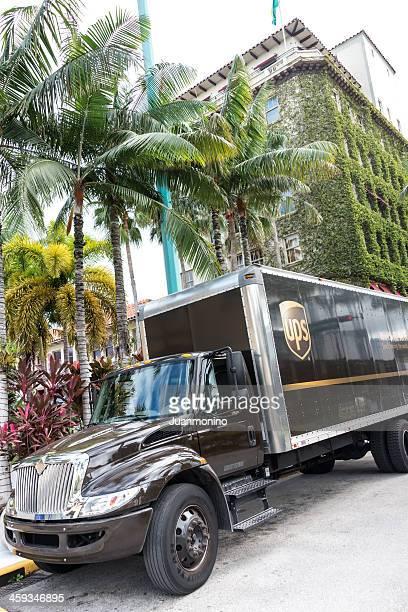 UPS delivering