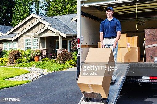 Homem de entrega de Camião de descarga