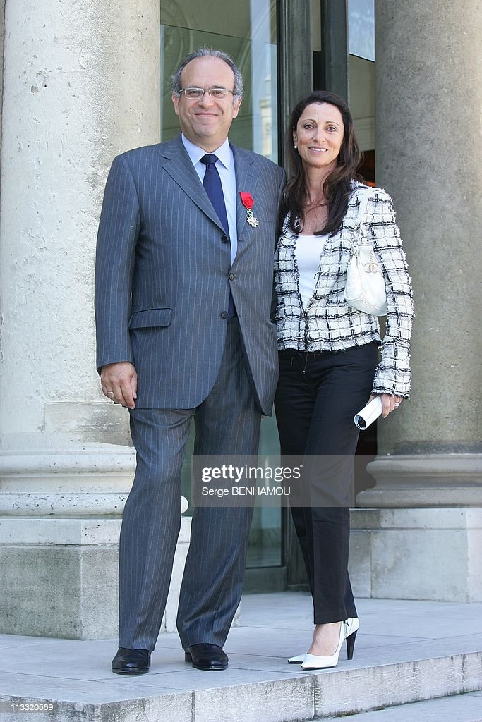 Delivery Of Decorations By The President Jacques Chirac At Elysee Palace In Paris France On May 03 2007 Professor David Khayat and his wife