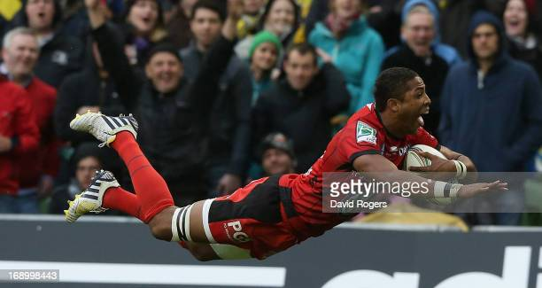 Delon Armitage of Toulon dives for a try during the Heineken Cup final match between ASM Clermont Auvergne and RC Toulon at the Aviva Stadium on May...
