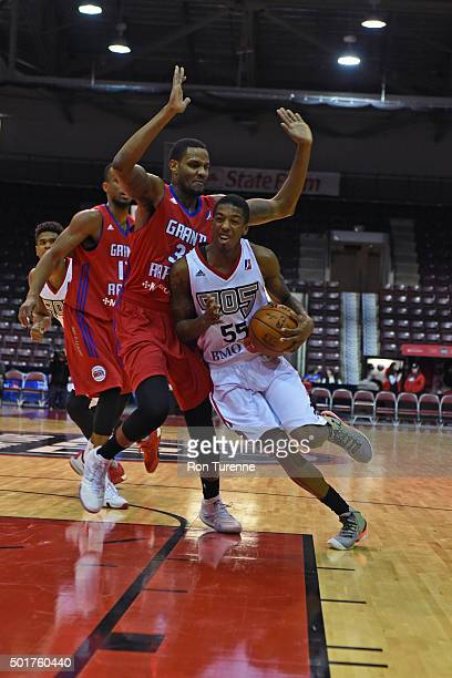 Delon Wright of the Raptors 905 drives to the basket during a game against the Grand Rapids Drive at the Hershey Centre on December 16 2015 in...