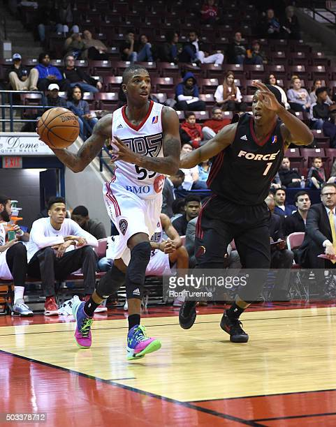 Delon Wright of the Raptors 905 handles the ball against the Sioux Falls Skyforce during the game on December 31 2015 at the Hershey Centre in...