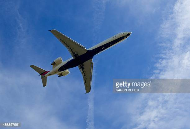 A Delta Airlines jet prepares to land at Ronald Reagan National Airport February 1 2014 in Arlington Virginia AFP PHOTO / Karen BLEIER