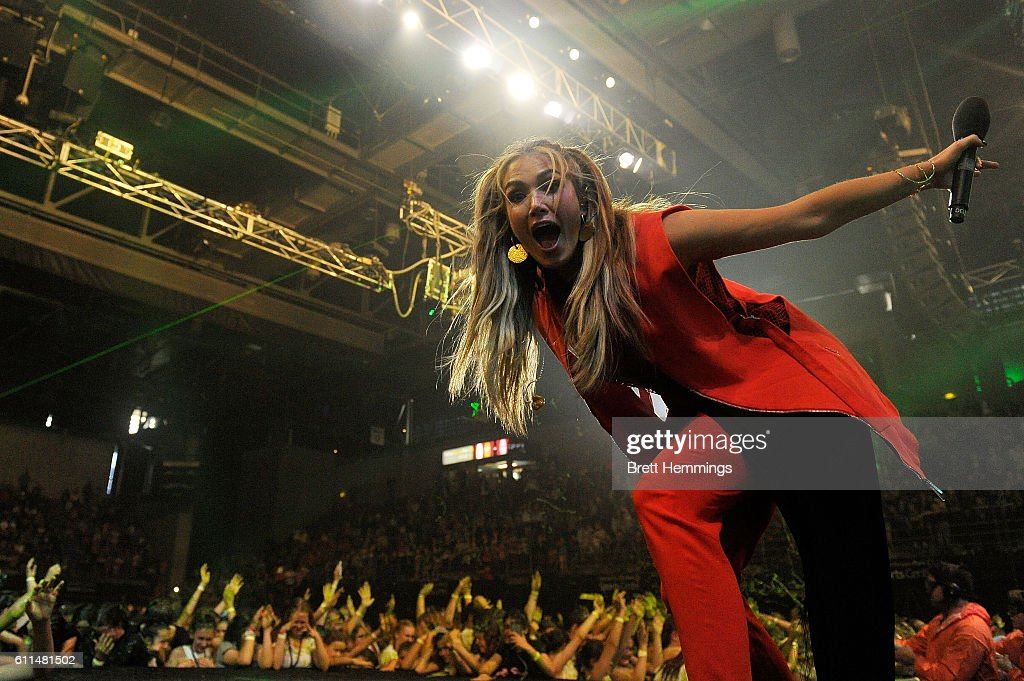 Delta Goodrem Performs During The Nickelodeon Slimefest 2016 Matinee Show At Sydney Olympic Park Sports Centre
