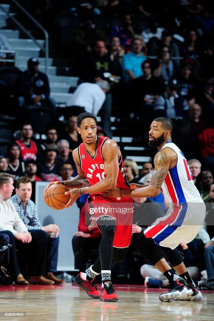 DeMar DeRozan #10 of the Toronto Raptors handles the ball against <a gi-track='captionPersonalityLinkClicked' href=/galleries/search?phrase=Marcus+Morris+-+Basketspelare&family=editorial&specificpeople=9867055 ng-click='$event.stopPropagation()'>Marcus Morris</a> #13 of the Detroit Pistons on February 8, 2016 at The Palace of Auburn Hills in Auburn Hills, Michigan.