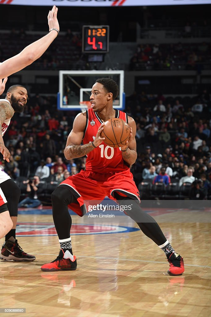 DeMar DeRozan #10 of the Toronto Raptors handles the ball against the Sacramento Kings on February 8, 2016 at The Palace of Auburn Hills in Auburn Hills, Michigan.