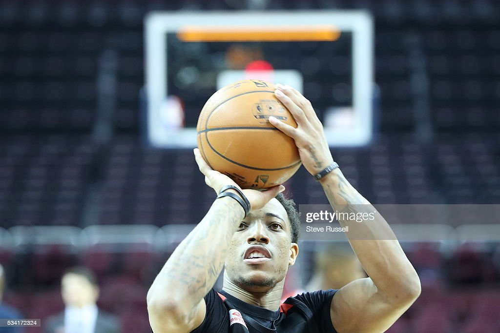 DeMar DeRozan takes free throws as the Toronto Raptors prepare to play the Cleveland Cavaliers in game 5 of the NBA Conference Finals at Quicken Loans Arena in Cleveland. May 25, 2016.