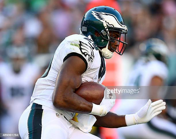 DeMarco Murray of the Philadelphia Eagles carries the ball in the first quarter against the Dallas Cowboys on September 20 2014 at Lincoln Financial...