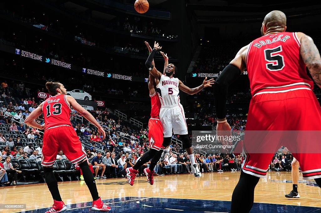 <a gi-track='captionPersonalityLinkClicked' href=/galleries/search?phrase=DeMarre+Carroll&family=editorial&specificpeople=784686 ng-click='$event.stopPropagation()'>DeMarre Carroll</a> #5 of the Atlanta Hawks shoots against the Chicago Bulls on April 2, 2014 at Philips Arena in Atlanta, Georgia.