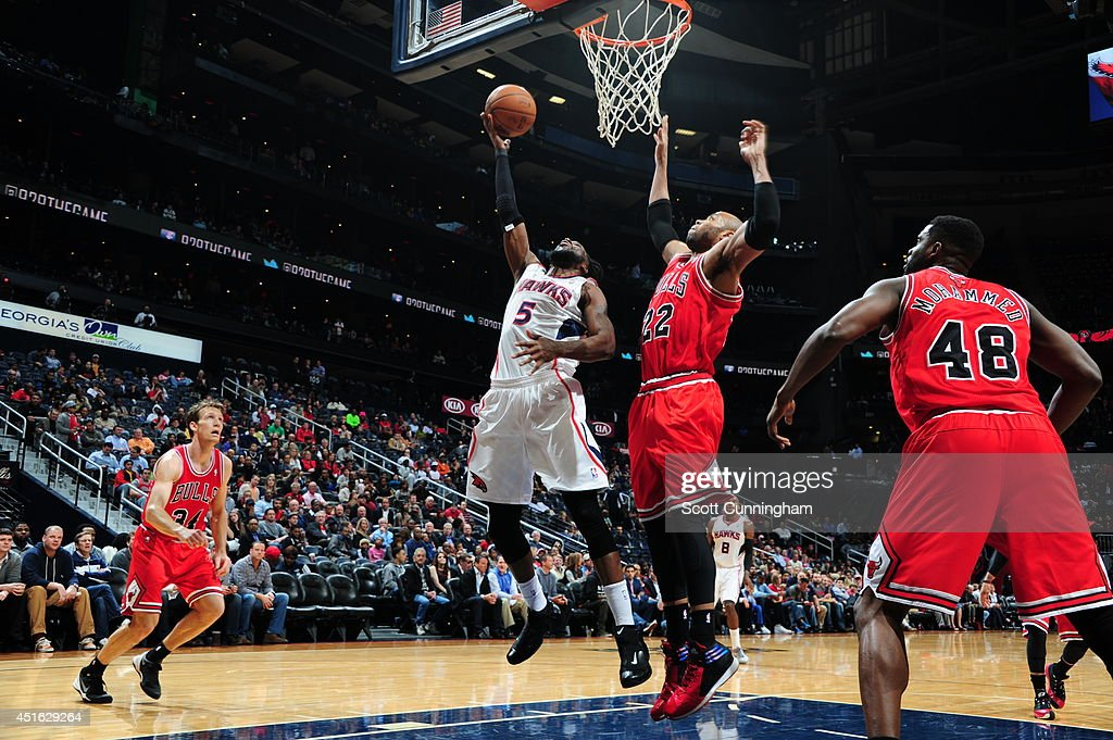 <a gi-track='captionPersonalityLinkClicked' href=/galleries/search?phrase=DeMarre+Carroll&family=editorial&specificpeople=784686 ng-click='$event.stopPropagation()'>DeMarre Carroll</a> #5 of the Atlanta Hawks shoots against the Chicago Bulls on February 25, 2014 at Philips Arena in Atlanta, Georgia.