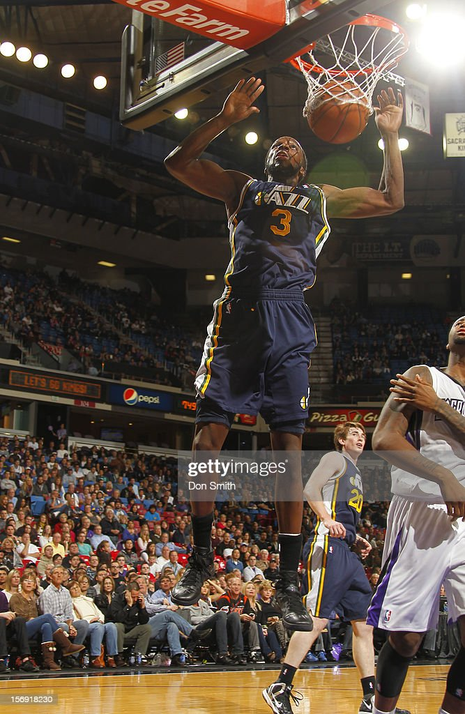 <a gi-track='captionPersonalityLinkClicked' href=/galleries/search?phrase=DeMarre+Carroll&family=editorial&specificpeople=784686 ng-click='$event.stopPropagation()'>DeMarre Carroll</a> #3 of the Utah Jazz dunks the ball against the Sacramento Kings on November 24, 2012 at Sleep Train Arena in Sacramento, California.