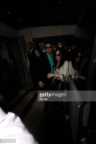 Demi Lovato arrives at her hotel after shopping in London