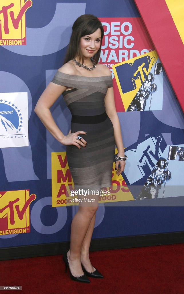 <a gi-track='captionPersonalityLinkClicked' href=/galleries/search?phrase=Demi+Lovato&family=editorial&specificpeople=4897002 ng-click='$event.stopPropagation()'>Demi Lovato</a> arrives at the 2008 MTV Video Music Awards at Paramount Pictures Studios on September 7, 2008 in Los Angeles, California.