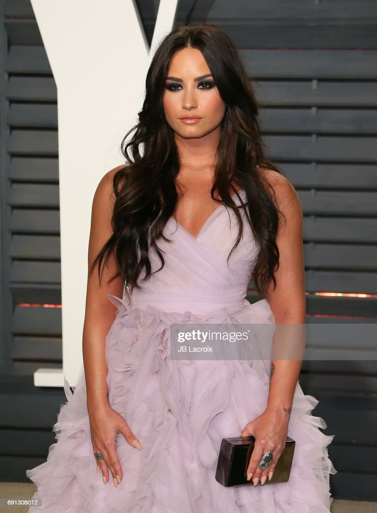 Demi Lovato attends the 2017 Vanity Fair Oscar Party hosted by Graydon Carter at Wallis Annenberg Center for the Performing Arts on February 26, 2017 in Beverly Hills, California.