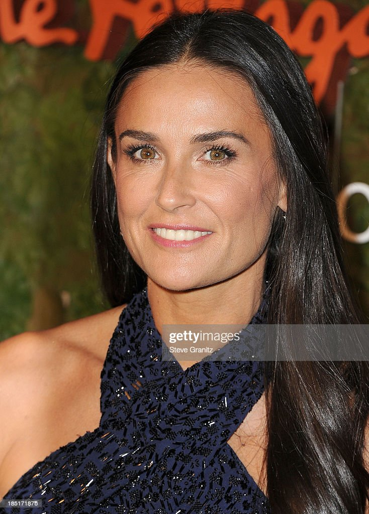 <a gi-track='captionPersonalityLinkClicked' href=/galleries/search?phrase=Demi+Moore&family=editorial&specificpeople=202121 ng-click='$event.stopPropagation()'>Demi Moore</a> arrives at the Wallis Annenberg Center For The Performing Arts Inaugural Gala at Wallis Annenberg Center for the Performing Arts on October 17, 2013 in Beverly Hills, California.