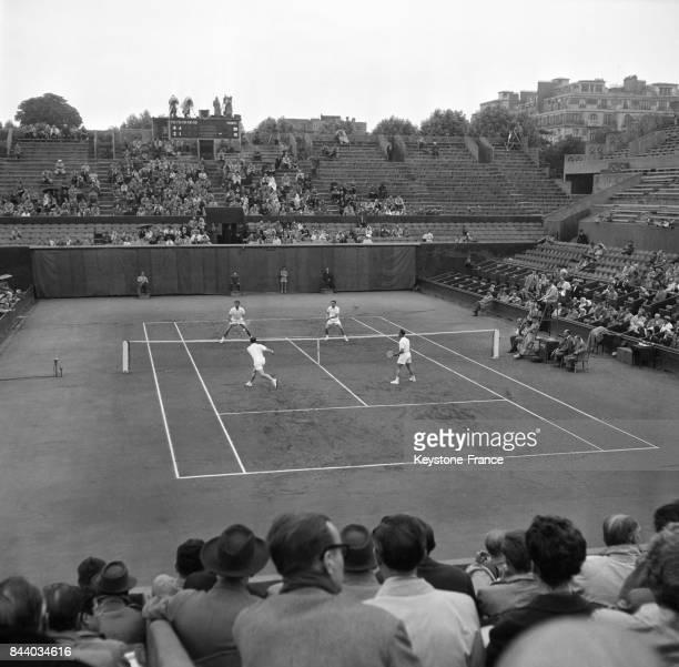 Demifinale de la coupe Davis entre la France et l'Italie à RolandGarros à Paris France le 16 juin 1956