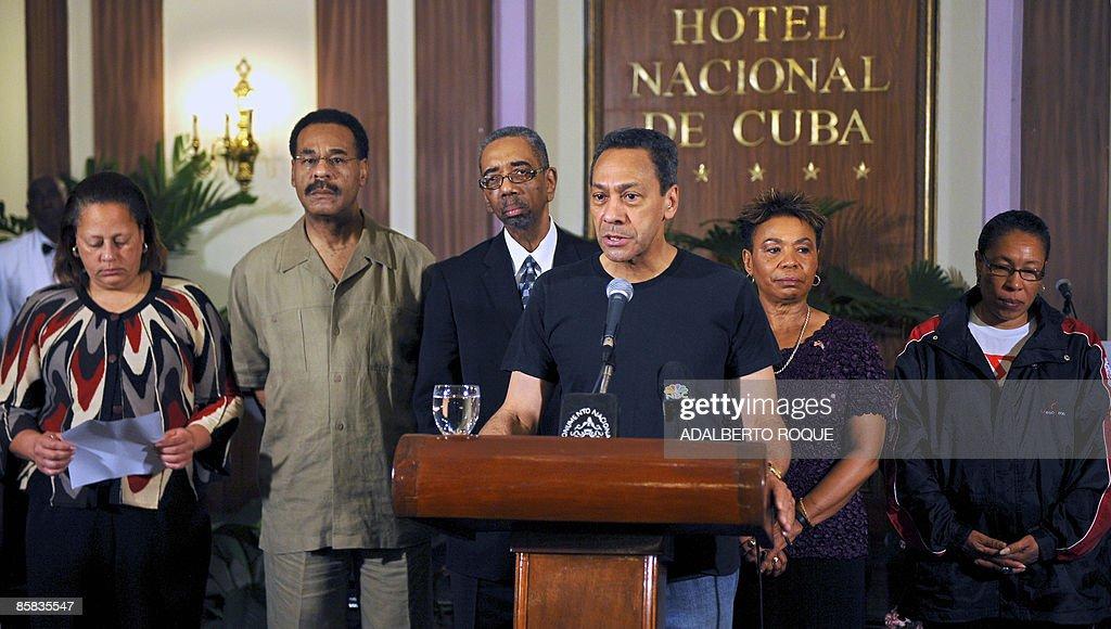 US Democrat congressman Mel Watt speaks during a breefing on April 07 2009 at National Hotel in Havana next to US Democrat congresspersons Laura...