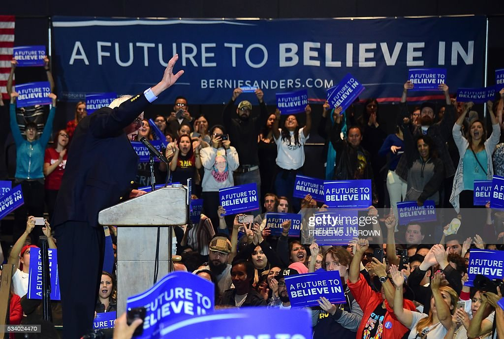 Democratic candidate Bernie Sanders addressess supporters during a rally in Anaheim, California on May 24, 2016, ahead of the June 7th California primary. / AFP / FREDERIC
