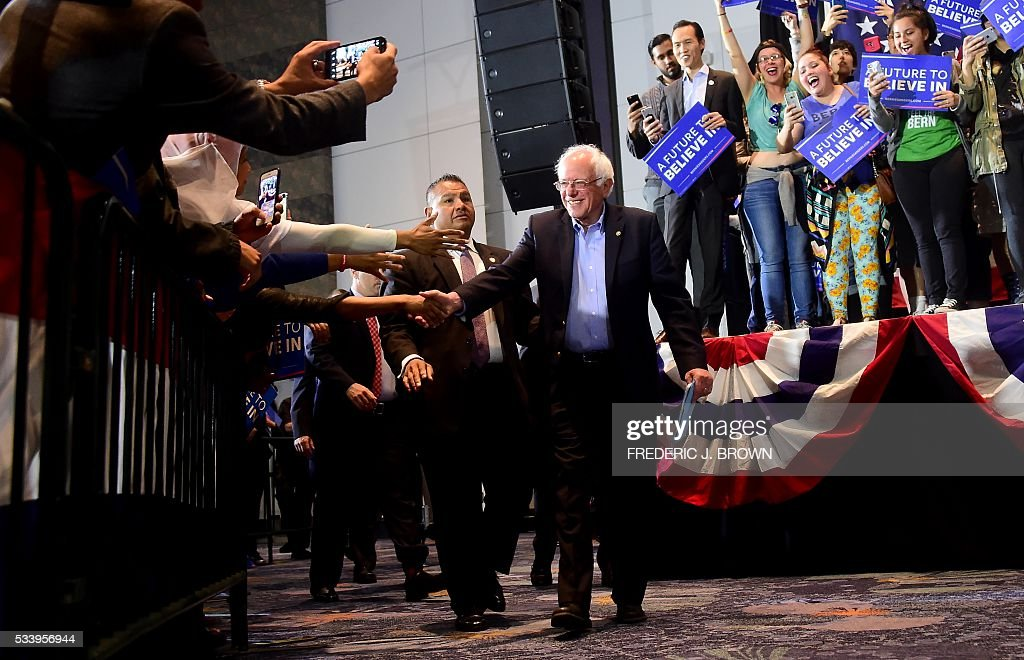 Democratic candidate Bernie Sanders greets supporters on arrival for a rally in Anaheim, California on May 24, 2016, ahead of the June 7 California vote. / AFP / FREDERIC