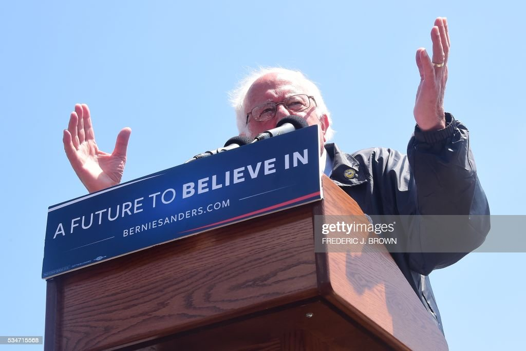 Democratic Party candidate Bernie Sanders gestures while speaking to his supporters on May 27, 2016 in the San Pedro port district of Los Angeles, California, ahead of the June 7 California vote. / AFP / FREDERIC