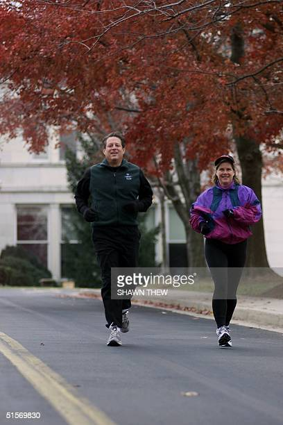 Democratic presidential candidate and US Vice President Al Gore and wife Tipper go for a jog outside the Vice President's residence at the Naval...