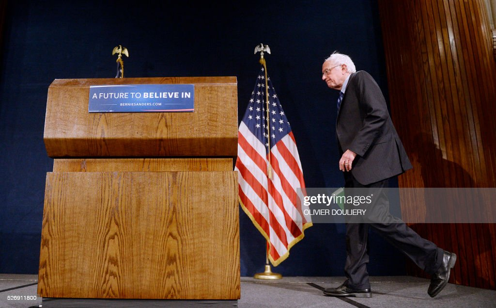 Democratic presidential candidate Bernie Sanders arrives for a press conference at the National Press Club, on May 1, 2016 in Washington DC. / AFP / Olivier Douliery