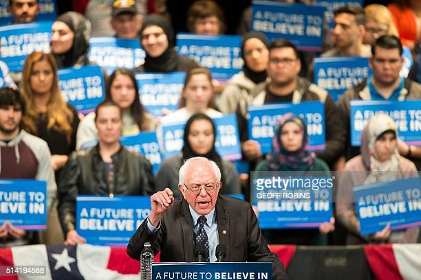 Democratic presidential candidate Bernie Sanders speaks during a rally in Dearborn Michigan March 7 2016 / AFP / Geoff Robins