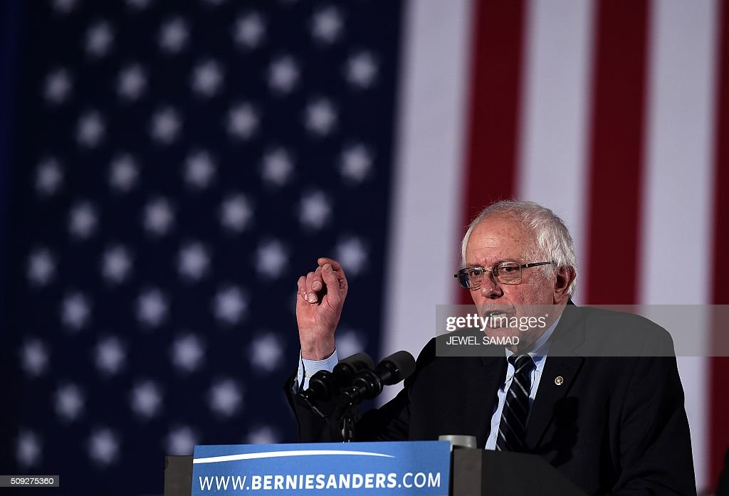 US Democratic presidential candidate Bernie Sanders speaks during a primary night rally in Concord, New Hampshire, on February 9, 2016. Political novice Donald Trump and self-described democratic socialist Bernie Sanders won New Hampshire's presidential primaries Tuesday, US media projected, turning the American political establishment on its head early in the long nominations battle. / AFP / Jewel Samad