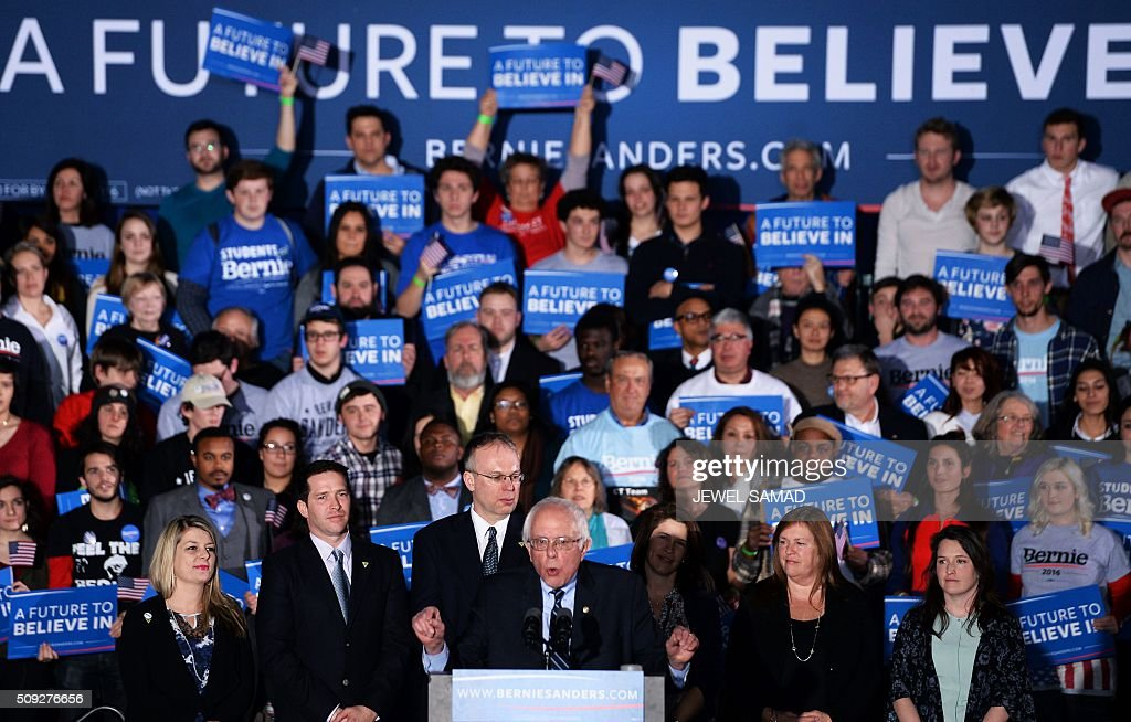 US Democratic presidential candidate Bernie Sanders (C) speaks during the primary night rally in Concord, New Hampshire, on February 9, 2016. Self-described democratic socialist Bernie Sanders and political novice Donald Trump won New Hampshire's presidential primaries Tuesday, US media projected, turning the American political establishment on its head early in the long nominations battle. / AFP / JEWEL SAMAD