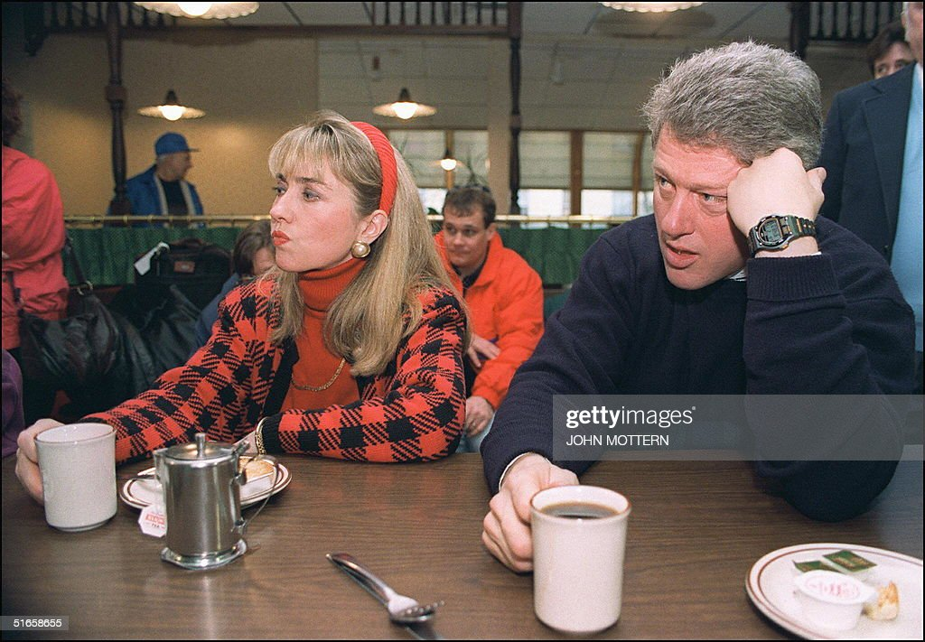 Democratic presidential candidate Bill Clinton (r) in a picture dated 16 February 1992 in Bedford and his wife Hillary relax during campaign tour.